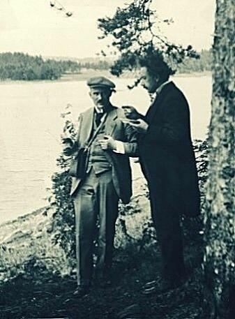 Albert Einstein and Victor Moritz Goldschmidt in conversation during an excursion when Einstein visited Oslo in 1920.