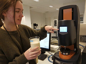 Ingrid Kvammen is a master's student from the University of Stavanger. Her work includes documenting changes in the properties of fish soup when different types and amounts of proteins are added. Here, she is testing the soup at 55 °C in a rheometer.