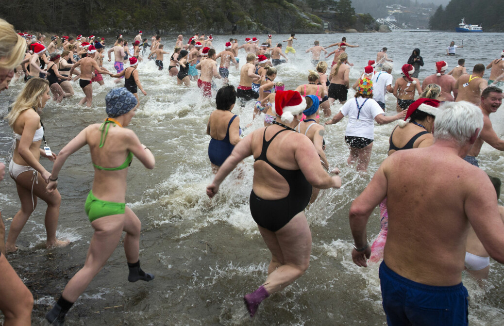 Is cold water swimming in the winter healthy?