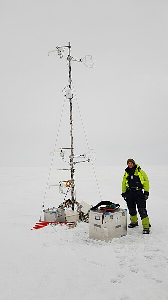 The tall meteorology instrument with Stephan Kral, UiB.