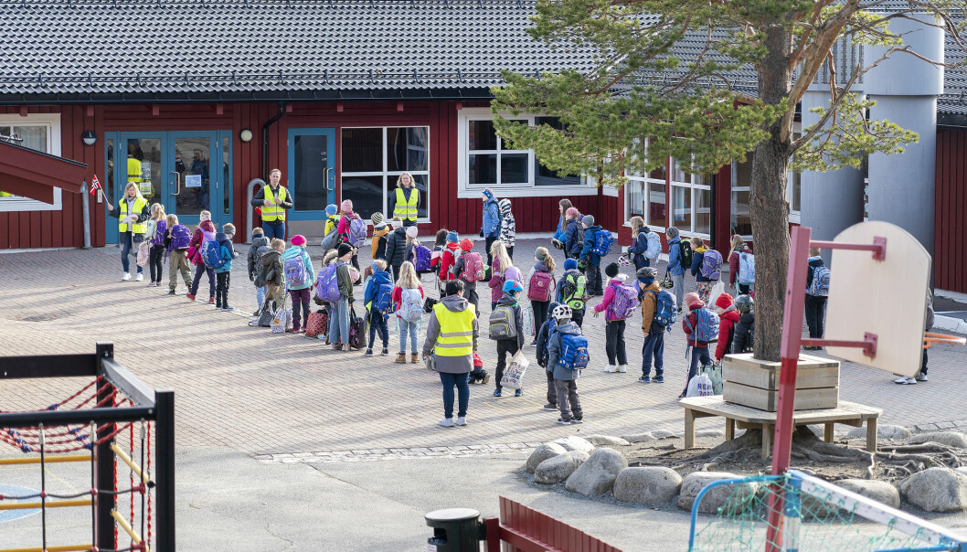 Keeping schools open but practicing strict infection control measures gave just as good an effect as closing schools, according to a recent report from the Norwegian Institute of Public Health.