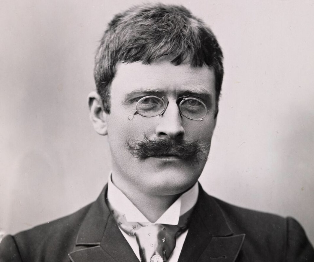 Photo of Knut Hamsun from 1895, three years before the novel Victoria was published.