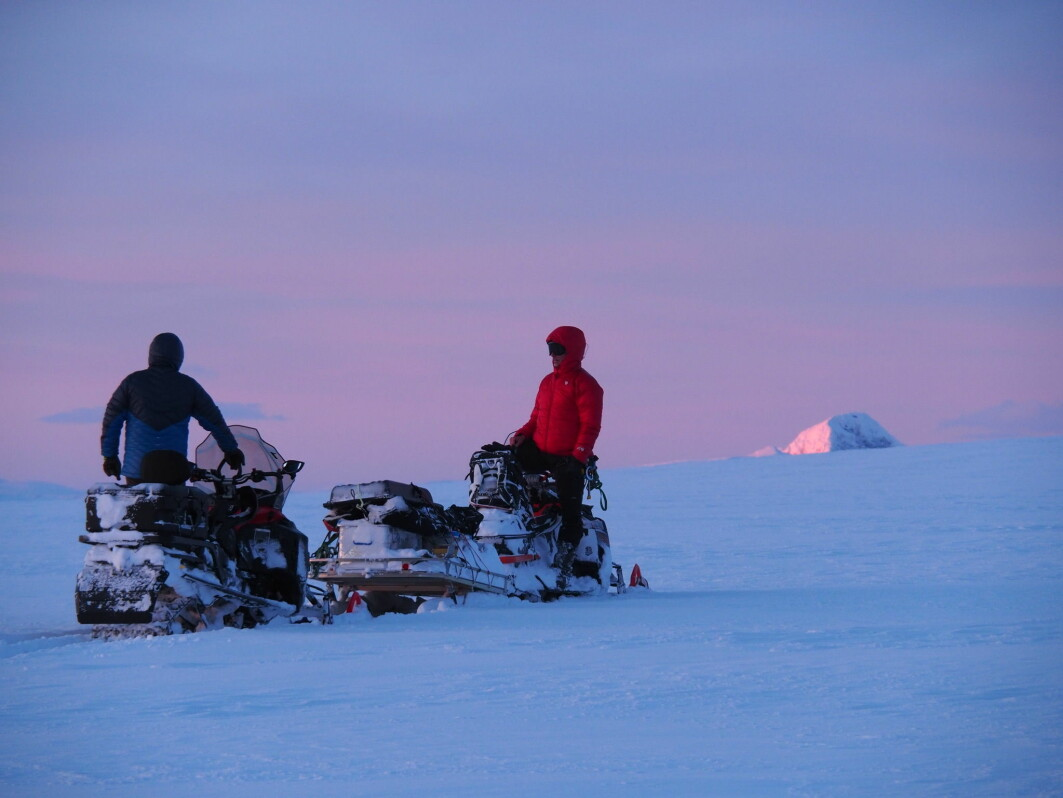 A total of 16 researchers have been working on Norway's Jostedalsbreen glacier in recent weeks. They're dragging georadar units on sledges behind snowmobiles to do their survey.