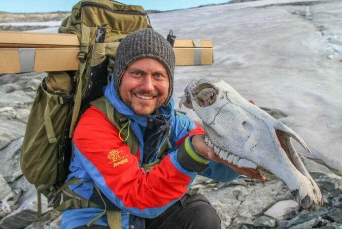 Elling Utvik Wammer holding the skull of an unlucky packhorse that did not make it across the Lendbreen ice.
