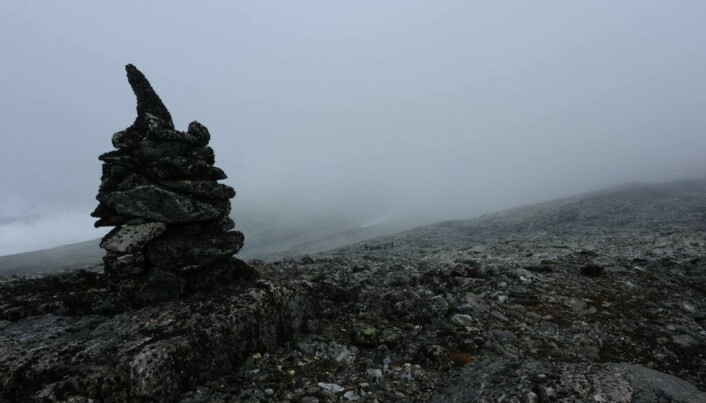 A large cairn at the Lendbreen pass, showing the way west.