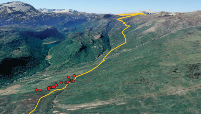 The house ruins (red dots) in the hillside above the Neto summer farms. The Lendbreen trail in yellow.