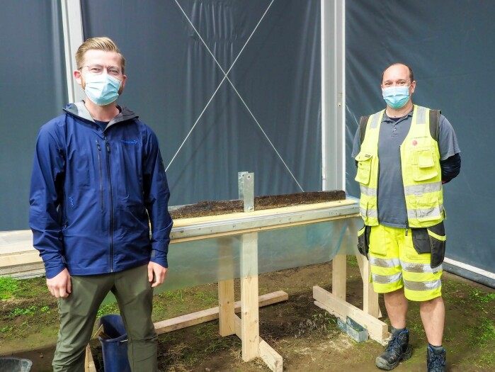 Norway's Minister of Climate and Environment Sveinung Rotevatn visited the Gjellestad excavation to witness the extraction of the keel. Here with project manager and archaeologist Christian Løchsen Rødsrud.