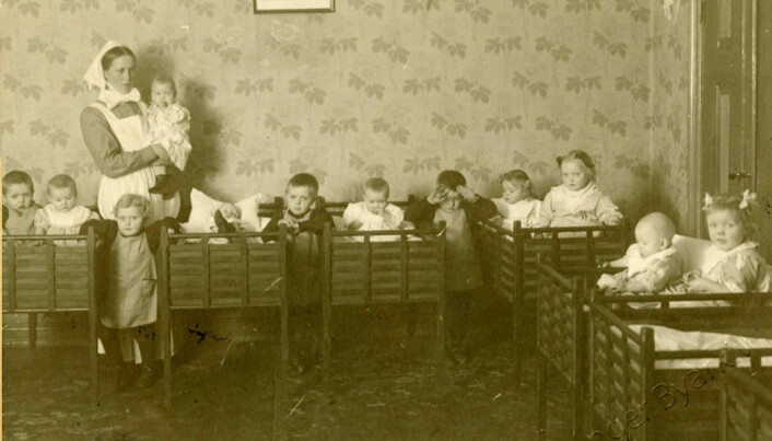 Although it was not very common to for toddlers to be in childcare in the early 20th century, a number of them were. The nurseries (Norwegian: barnekrybber) were often run by nurses, and the children were dressed in institutional clothes. Here from St. Johannes' nursery in Stavanger.