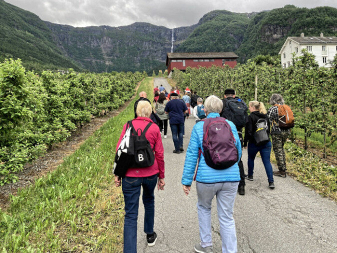 In Hardanger, the tourism industry will turn to more tourists who pay well for the niche offers. The picture is from a side cruise with Alvavoll Fruit and Cider farm as one of the destinations.
