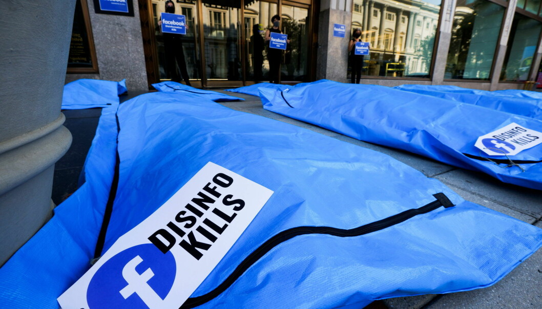 Protestors demonstrate with an art installation of body bags during a protest against Facebook and what they claim is disinformation regarding coronavirus disease (COVID-19) on the social media giant's platform, outside the front doors of Facebook headquarters in Washington, U.S., July 28, 2021. REUTERS/Jim Bourg